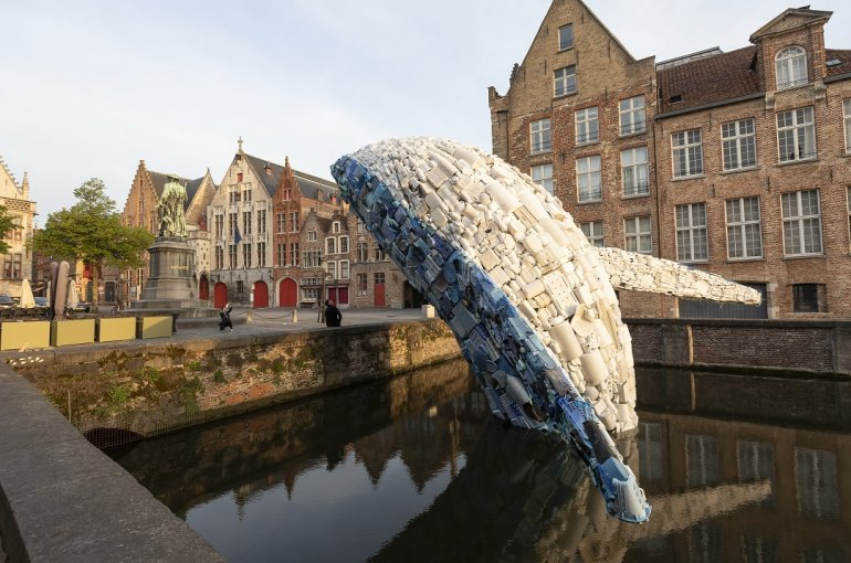 Giant plastic whale on its way to Utrecht